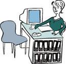 Eine Frau arbeitet in einem Büro.